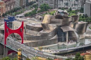 Viajando de Pamplona a Bilbao en bus para conocer su historia